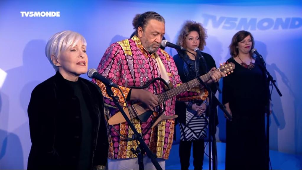 Georges Seba et Nicole Croisille et quelques membres du Chœur Gospel de Paris à TV5 MONDE