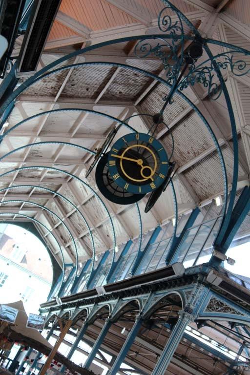Pascale : Dijon, l'horloge du marché