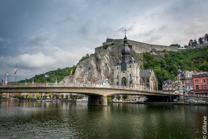 Dinant, son pont, sa cathédrale et sa citadelle