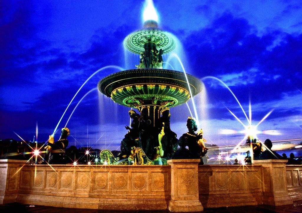 Patrick : fontaine la nuit