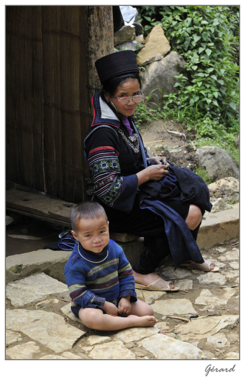 Vietnam - La brodeuse et l'enfant