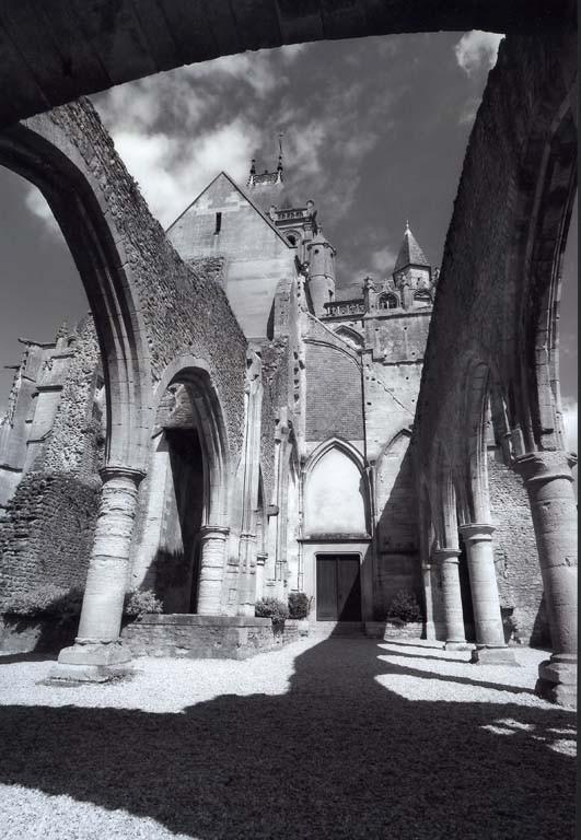 """2éme prix N&B : """"Les arches"""" de Mr Daniel RAOULAS"""