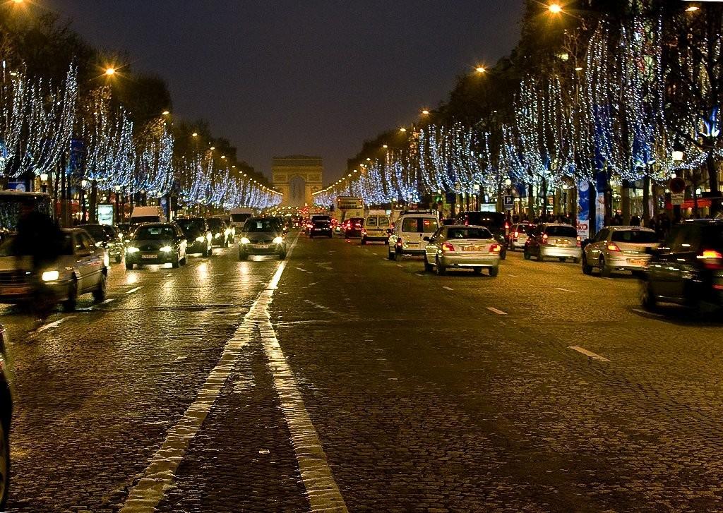 Les Champs-Elysées la nuit