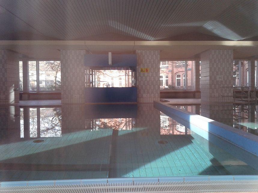 Schwimmbad kirche vom guten hirten infos zu schwimmen in for Finckensteinallee schwimmbad