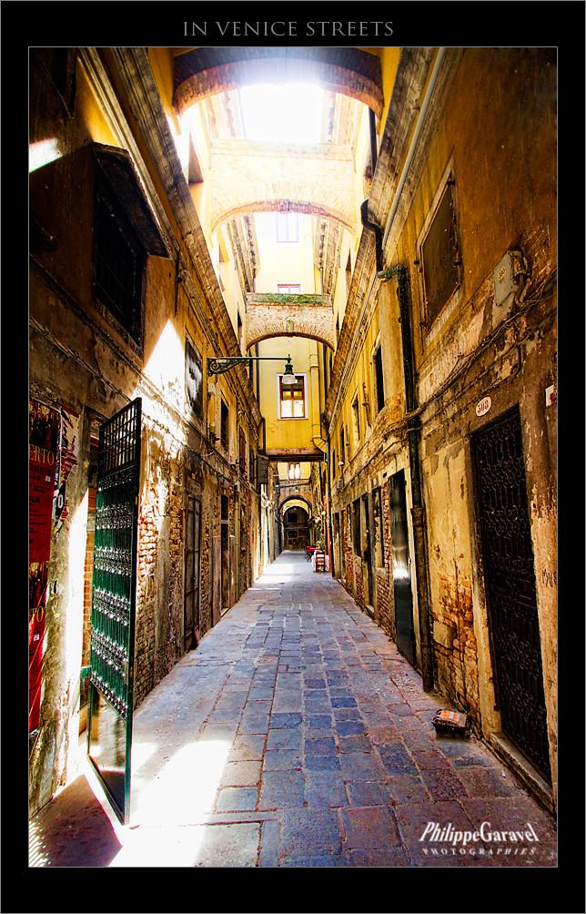 Dans Les Rues De Venise