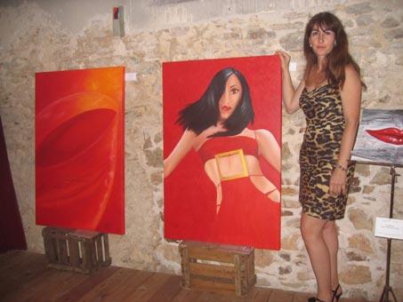 Ausstellung-Marion-Haas-Rheingau-Malereien-Frau-in-Rot-Weinglas-rot-orange-Kunst-mieten-kaufen