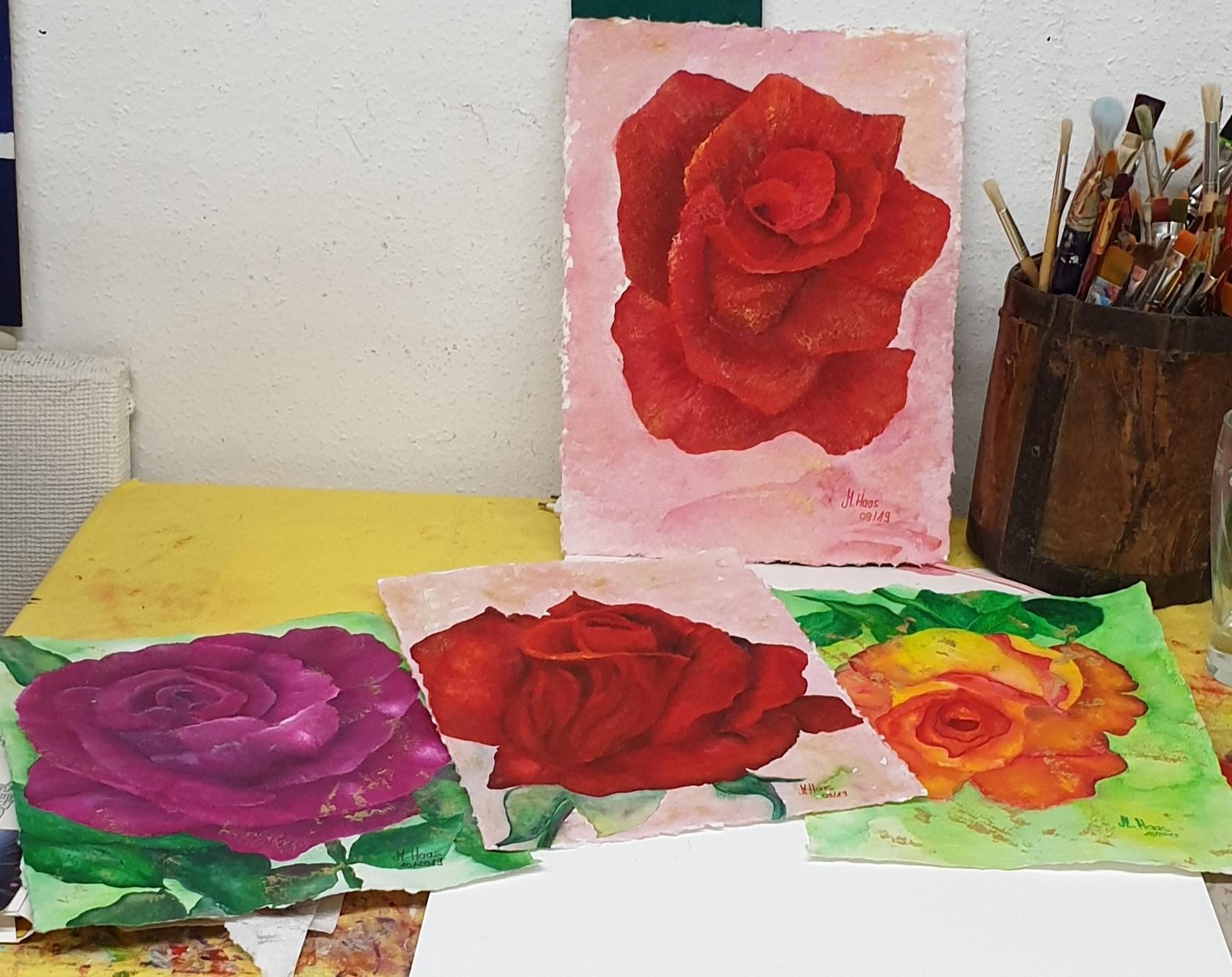 Rosenmalereien-auf-handgeschöpftem-Papier-Rosen-rot-gelborange-pink-gold-Rheingau-Geschenke-aus-dem-Atelier