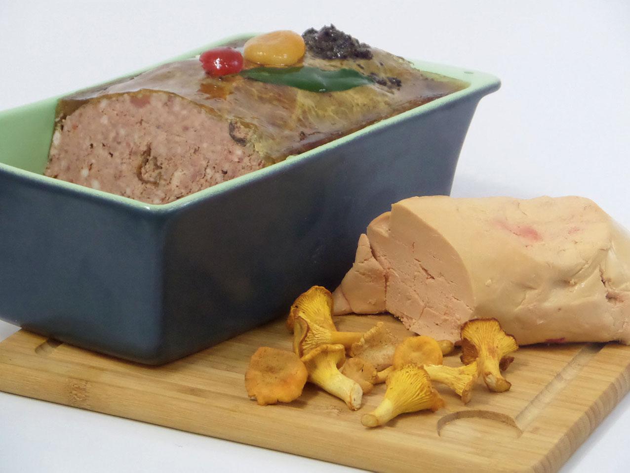 Terrine de Canard au foie gras et girolles