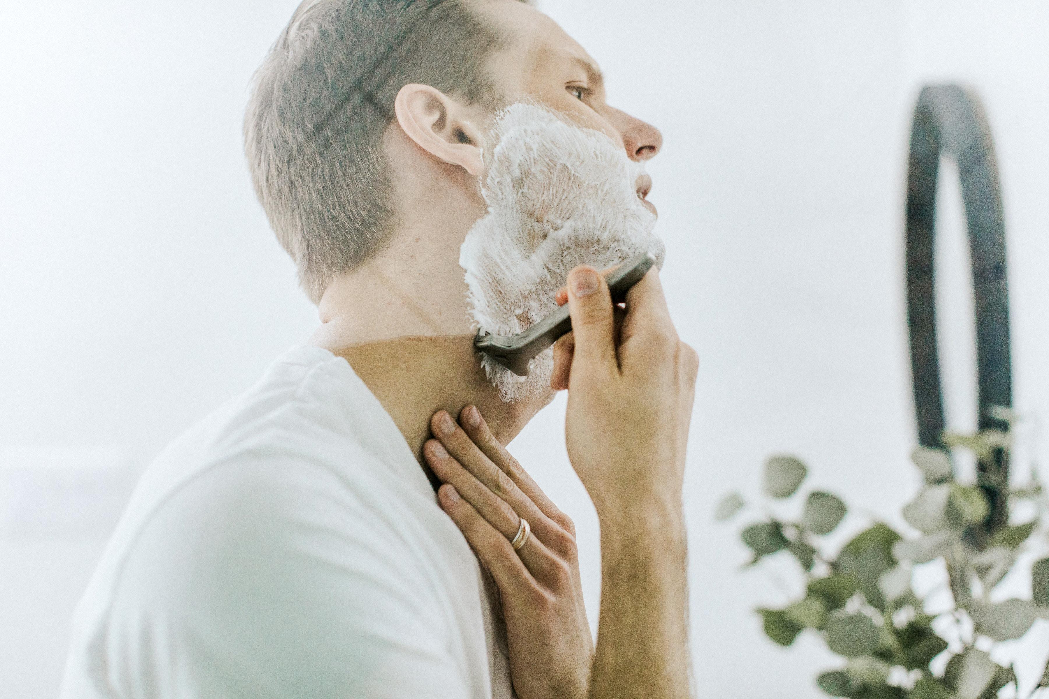 routine beaute homme, cosmetiques vegan homme, prendre soin de sa peau homme, skincare homme, vegan homme, beaute vegan homme, deodorant homme