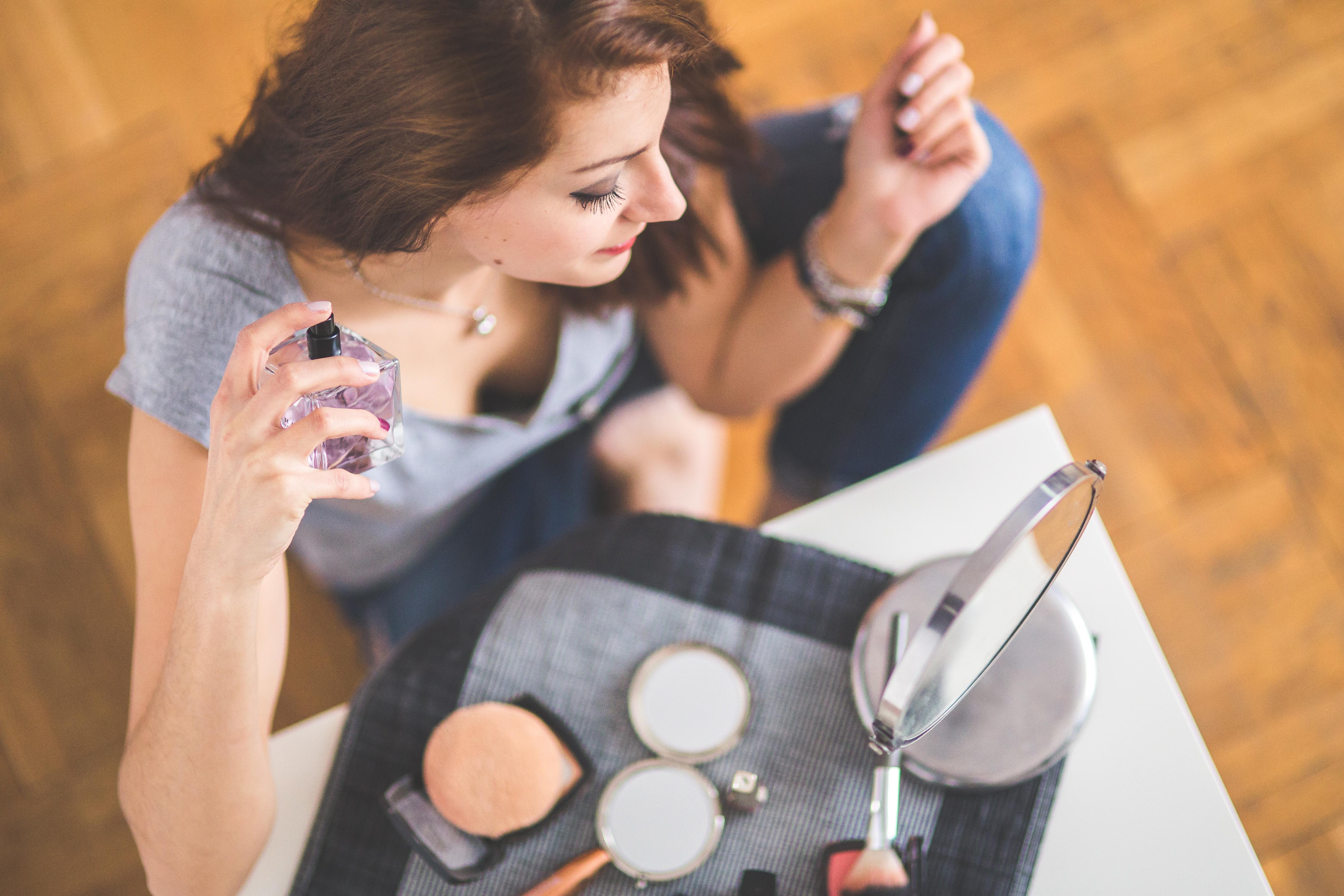 se maquiller l'ete, se maquiller waterproof, se maquiller quand il fait chaud, chaleur maquillage