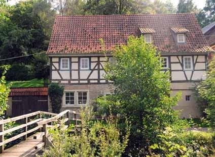 Bauernhaus am Bach