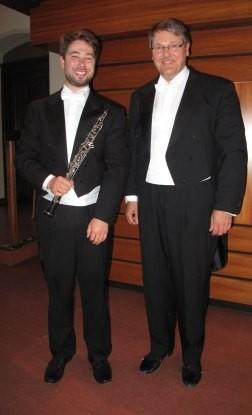 Der Oboist Sebastian Poyault und KMD Thomas Schmidt vor der Kleuker-Orgel