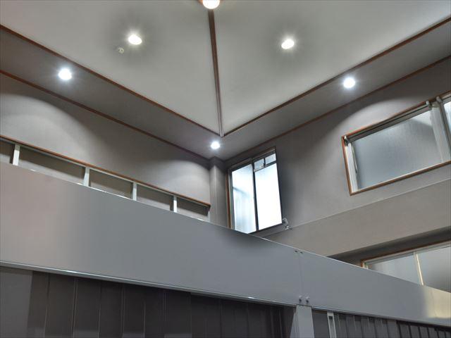 明るく開放的な天井