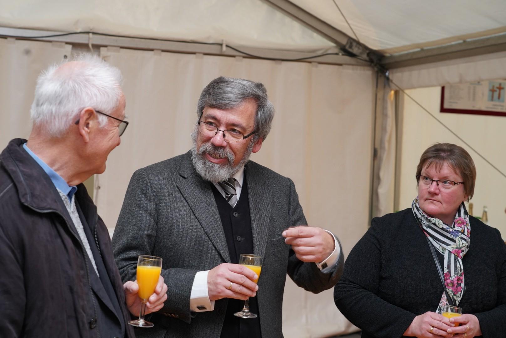 Pastor em. Franz Forthaus und der ev. Pfarrer Werner Vedder und Frau