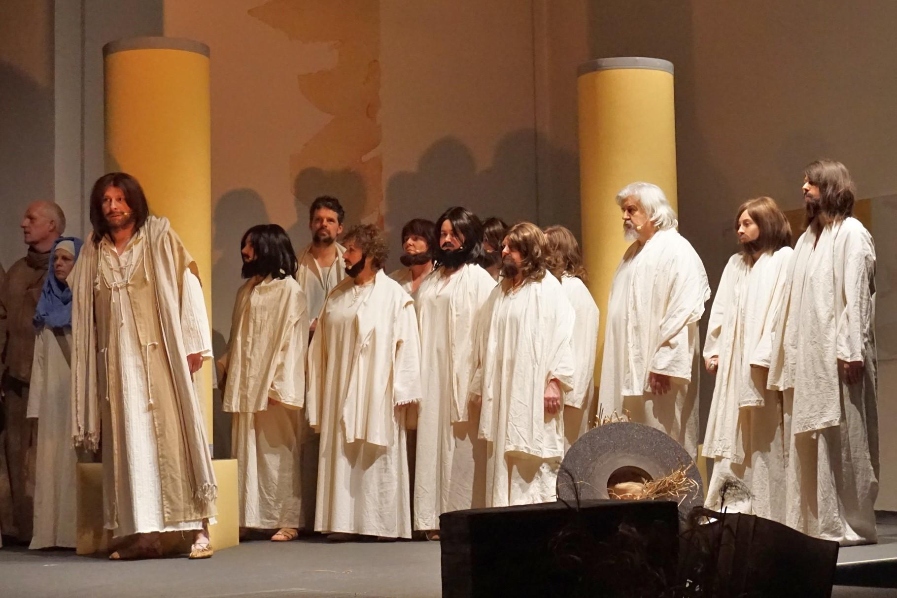 Jesus mit seinen Jüngern im Tempel