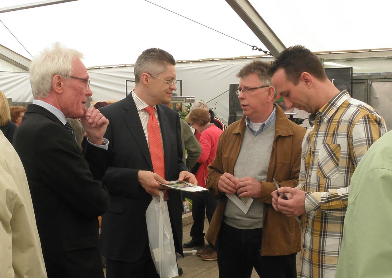 Erhard, Günther und Ingo im Gespräch mit Herrn Hoffmann, VB Beckum