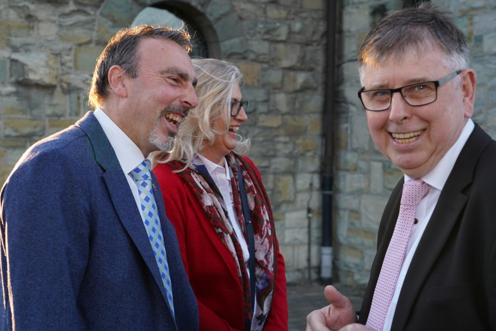 Bürgermeister Lürbke und Frau Anja mit Günther Hegebüscher