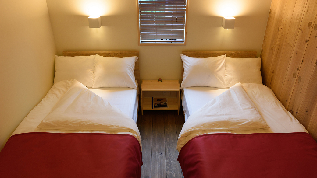 4人部屋 シングル Two Single bed room x2 for Quad suits room.