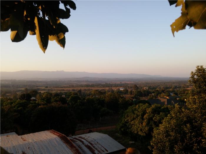 Der Blick in die Landschaft von den Avocadobäumen - traumhaft *-*