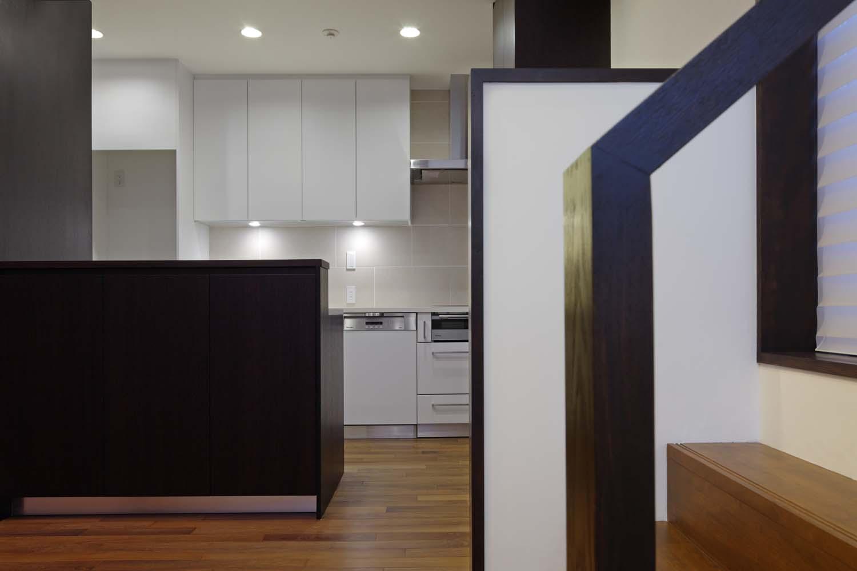 「花火の見えるルーフテラスと小さな蔵のある住まい」材木座の家