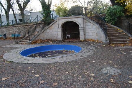 Bassin alimenté par la source, nettoyage des chevaux
