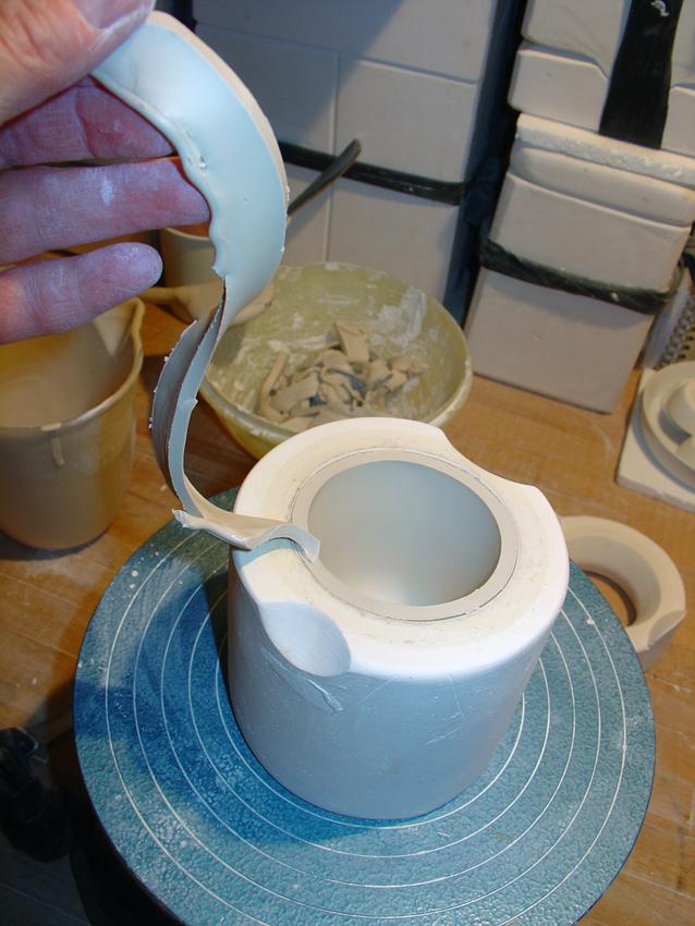 Porzellan schneiden in der Form