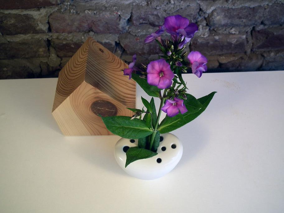Vase mit mehreren Löchern