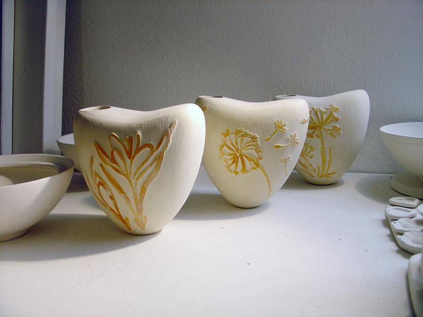 Verschiedene Vasen mit Wischtechnik