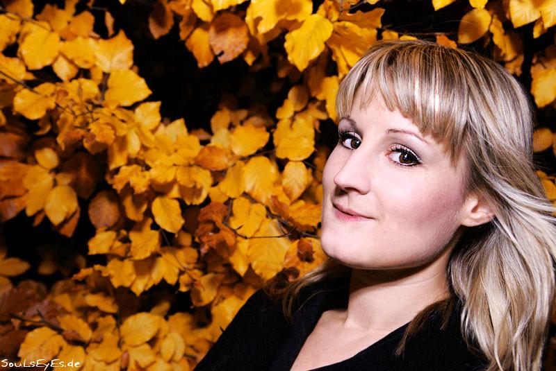 Julia Strassburg - www.lovelybooks.de/autor/Julia-Strassburg