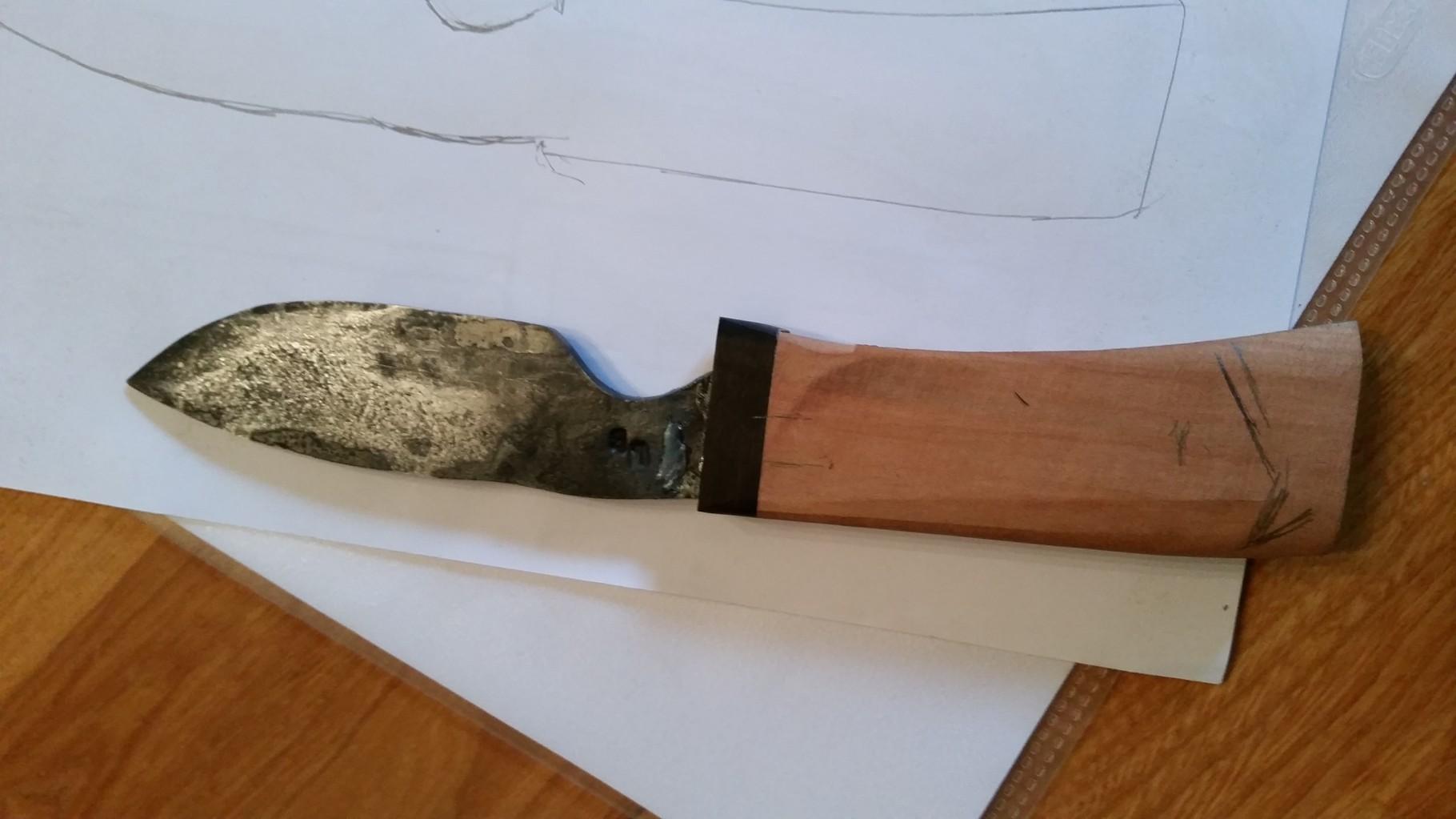 Etape d'élaboration d'un couteau - lame avec soie
