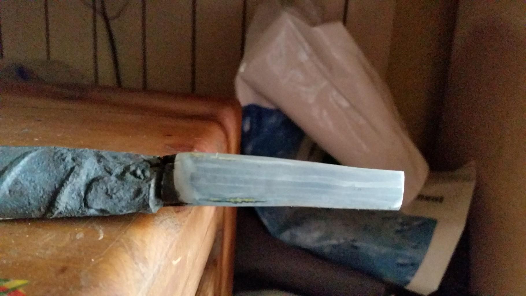 Trousseau d'acier xc75 et 90mcv8 pour réaliser une lame d'acier damassé - Après plusieurs passage à la forge au charbon et au marteau à main