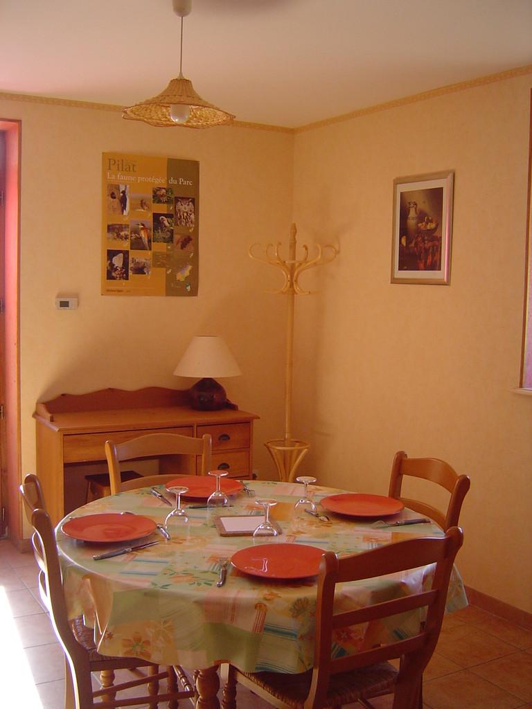 La salle à manger et le bureau avec Internet