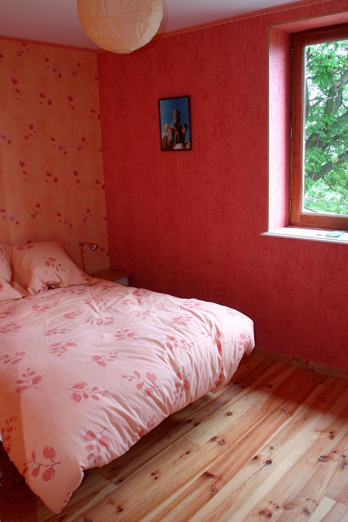 Dans la grande chambre, un lit 2 p (160x200) modulable