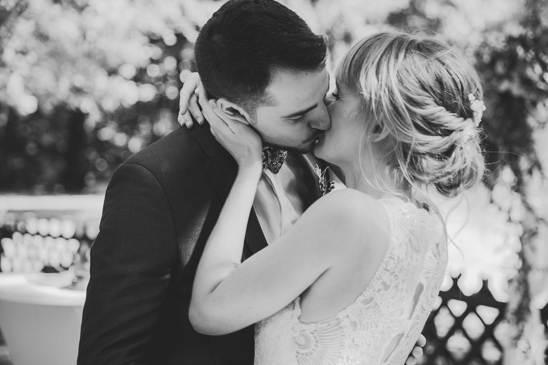 Liebevoller Kuss Hochzeitsfotograf Berlin