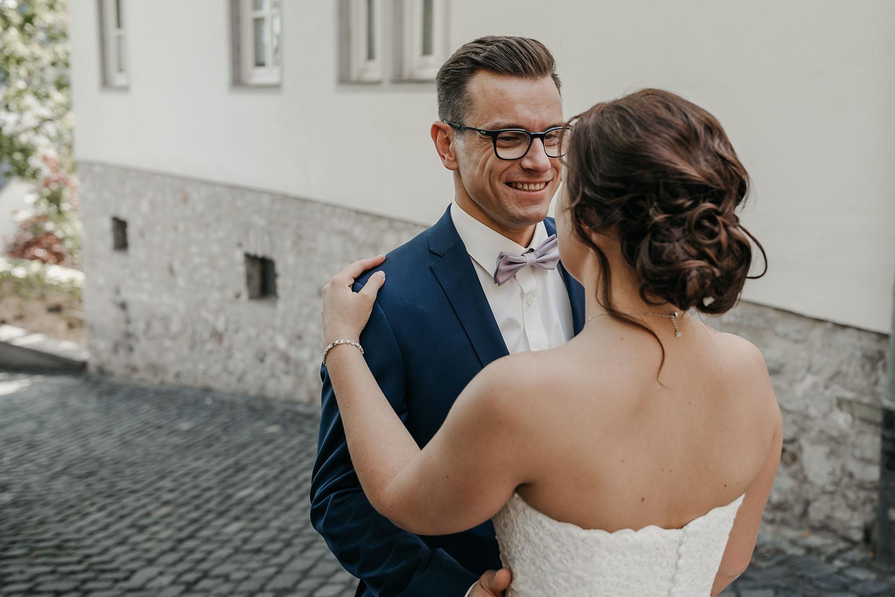 Hochzeitstanz auf der Straße