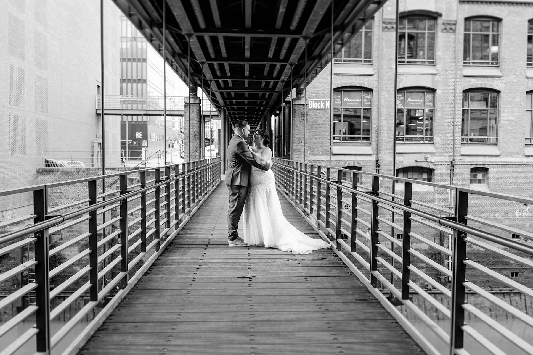 Schwarz-weiß Foto Brücke Speicherstadt