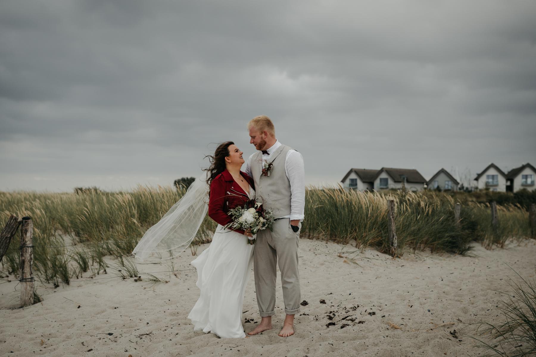 Brautpaarfoto Juli Schneegans in den Dünen