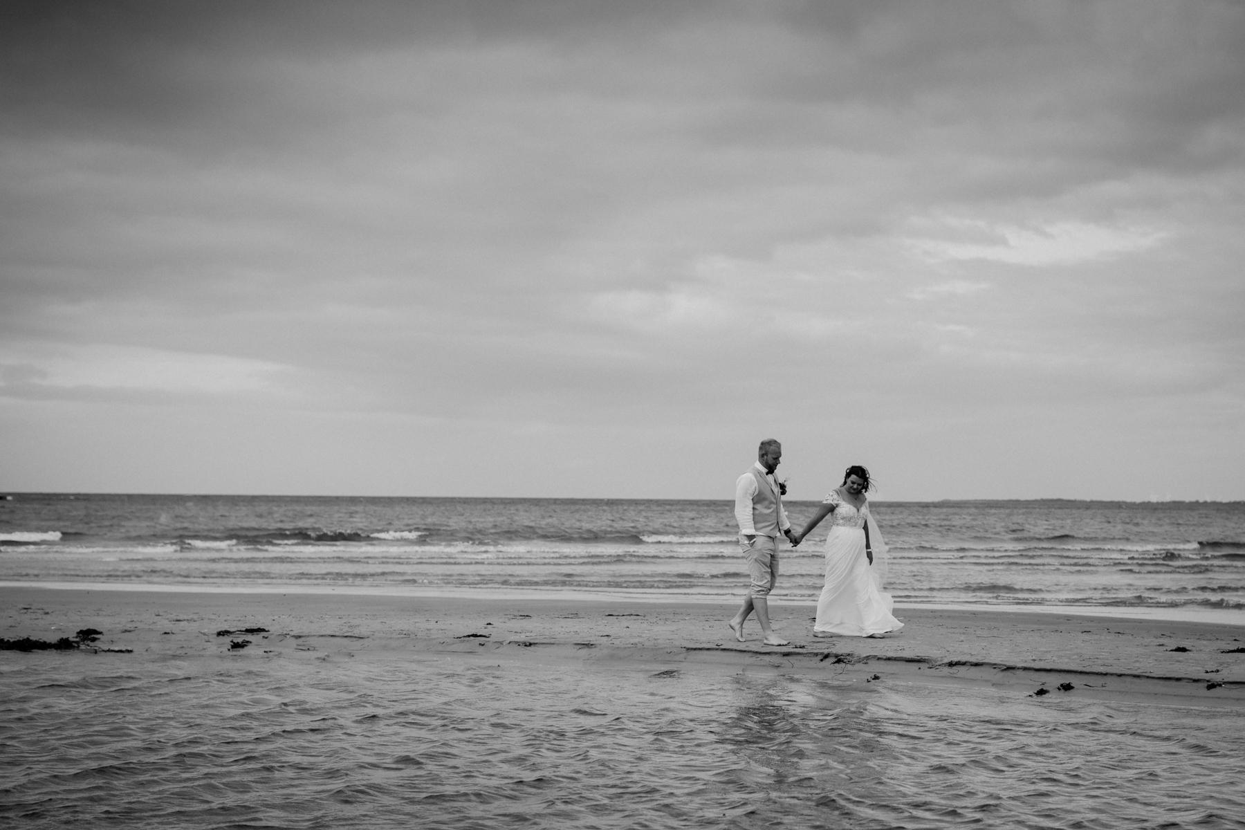 Hochzeitsfoto im Wasser