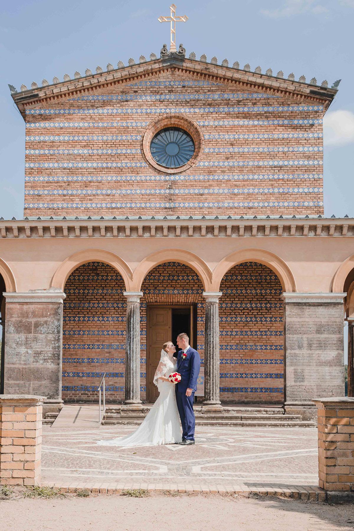 Hochzeitsfoto vor der Heilandskirche Potsdam Sacrow