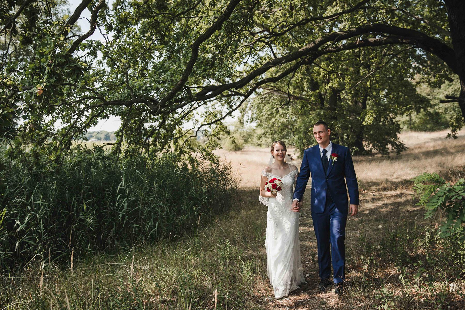 Brautpaarfoto im Wald in Hamburg