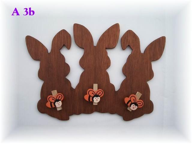 A  3b  3 lapins avec 3 épingles à linge abeille (porte de chambre d'enfants)  10 €