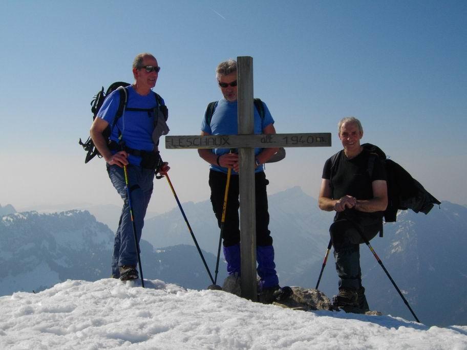 Arrivé à 11h25 - 1940 m sommet du Leschaux
