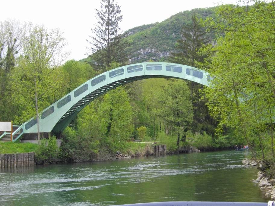 Long d'environ 4 kilomètres, le Canal de Savière relie le lac du Bourget, dont il est l'exutoire, au Haut Rhône