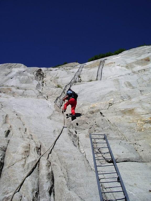 """Pour l""""atteindre descente par les échelles"""