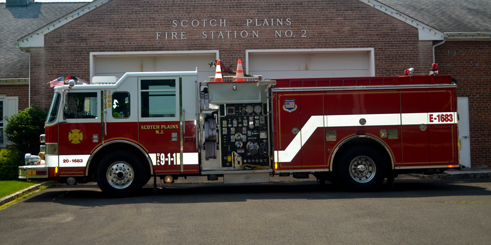 Engine 1683 : 2002 Pierce pumper / 2000 GMP / 750 water / 50 foam