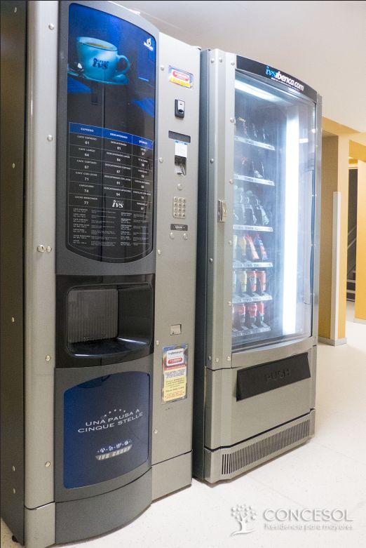Refrescos, snacks y café disponible en máquinas de vending