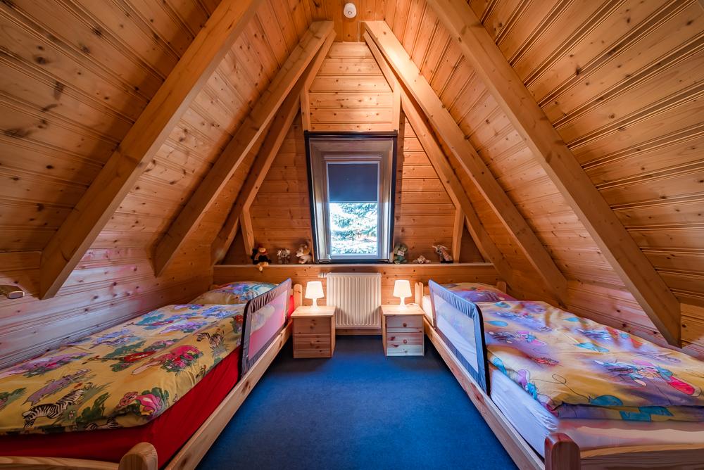 Kinderzimmer / Schlafzimmer mit TV im Obergeschoss