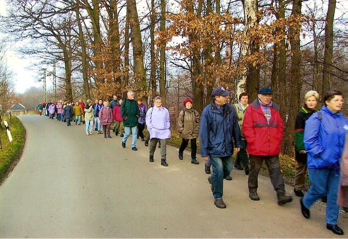 25.11.2002: Auf der Straße nach Kahmer mit Ziel Ockergrube