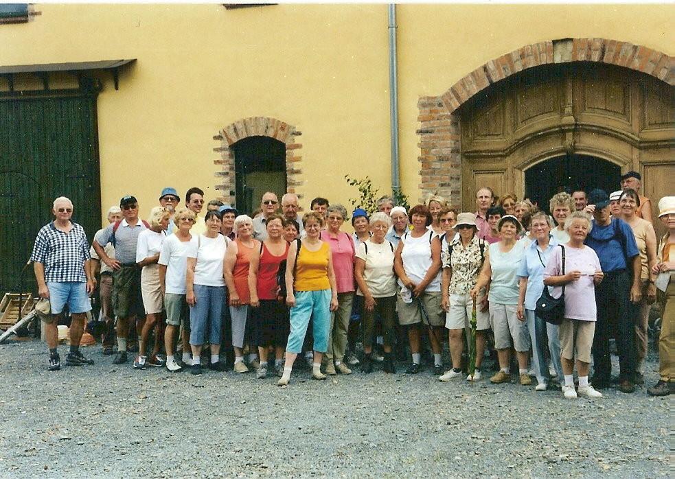 23.06.03:Tour nach Kühdorf zum Sommeranfang, Rast im bäuerlichen Traditionsmuseum Kühdorf
