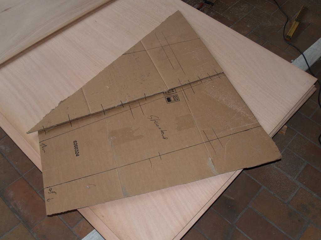 eine Schablone aus Pappe für den kettenkasten